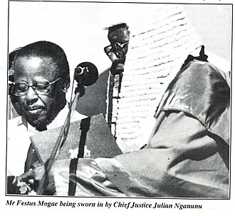 Festus Mogae - Festus Mogae being sworn in by chief Julian Nganunu April 1, 1998