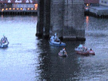NYPD and FDNY Boats Wait for Suicide. Date: May 21, 2007 at 19:36