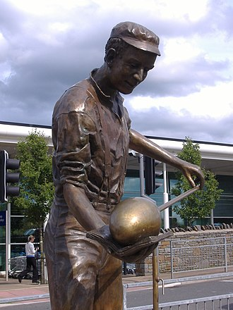 Nailsea - The statue of a glassblower near the site of the glassworks.