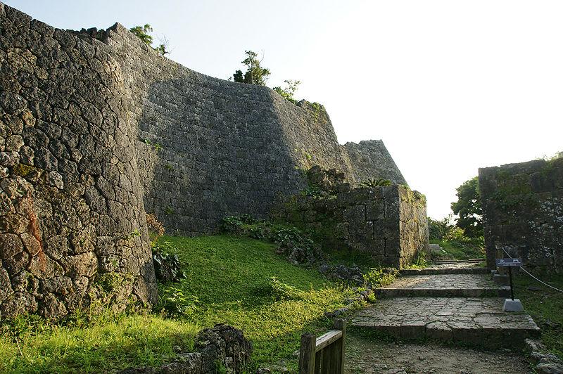 ファイル:Nakagusuku Castle40n3104.jpg