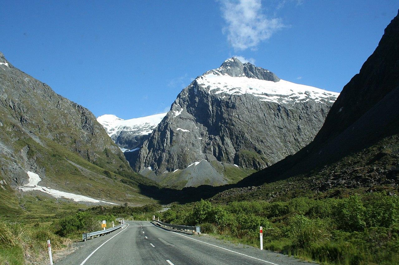 File New Zealand Milford Sound Road Jpg Wikimedia Commons