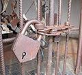 Niki de saint-phalle, giardino dei tarocchi, la giustizia, chiavistello.JPG