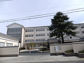 Okayama prefectural Kurashikiamaki junior high school and the high school front.jpg