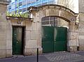 P1330620 Paris XII rue de Charenton n30b et 32 rwk.jpg