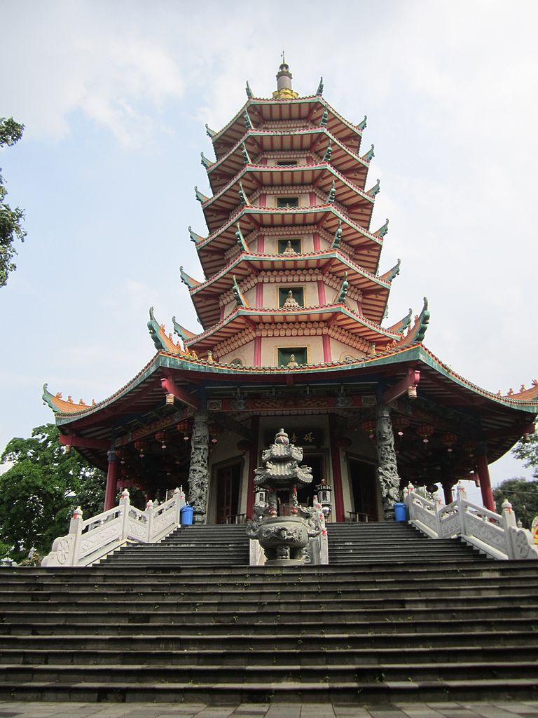 Hasil gambar untuk Vihara Buddhagaya Watugong