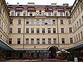 Palác Platýz 02.JPG