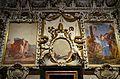 Paret amb frescos i estucs, capella de sant Pere, catedral de València.JPG