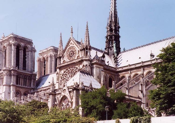 Notre-Dame Cathedral - designed in the Gothic architectural style. Paris Notre-Dame, July 2001.jpg