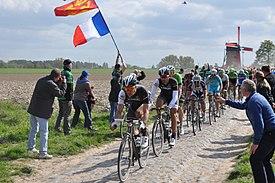 Paris Roubaix 2014 templeuve peloton.jpg