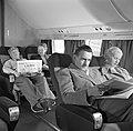 Passagiers in een vliegtuig, Bestanddeelnr 252-2053.jpg