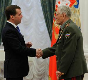 Vasiliy Petrov (military) - Petrov receiving the Order of Alexander Nevsky from President Dmitry Medvedev