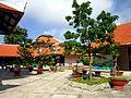 Phía sau chính điện chùa Phật Lớn.jpg