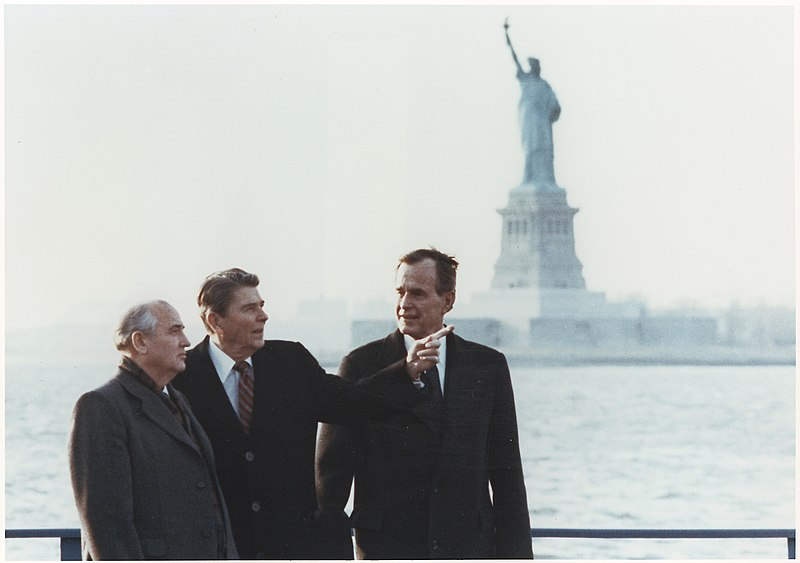 File:Photograph of President Reagan and Vice-President Bush meeting with General Secretary Gorbachev on Governor's Island... - NARA - 198595.jpg