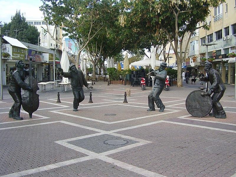 פסל הכליזמרים בנתניה