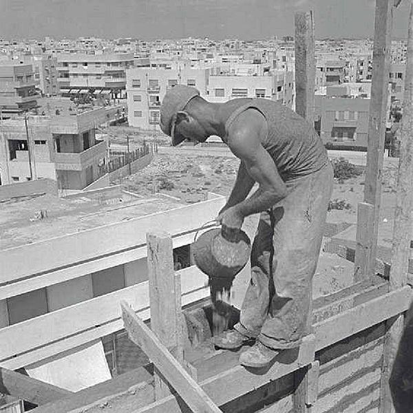 פועל בנין בתל אביב