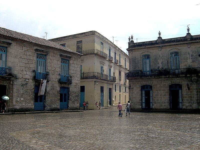 File:Plaza de la Catedral (Havana) 2.jpg
