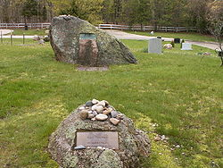 Memorial boulders for artists لی کرزنر (foreground) and her husband جکسون پولاک (background) in Green River Cemetery