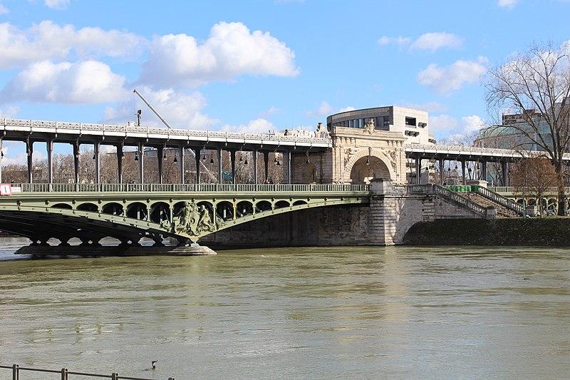 File:Pont Bir Hakeim Paris 4.jpg
