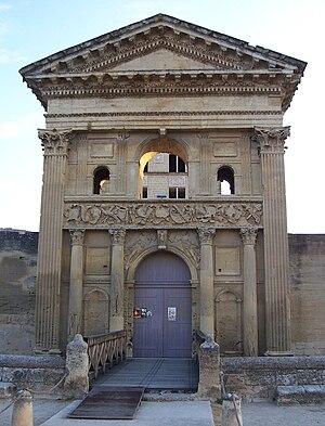 La Tour-d'Aigues - The front entrance of the Renaissance castle