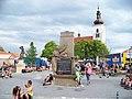 Prčice, Vítkovo náměstí, pomníky a kostel v den pochodu 2011.jpg
