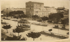 Praça do Ferreira com coreto 1920.PNG