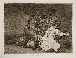 Soldaten in großen Pelzmützen, langen Mänteln und Winteruniformen ermorden Priester, indem sie sie mit ihren Schwertern mit langen Klingen durchziehen.