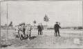 Prise d'armes au cours de laquelle le 9e Régiment de Zouaves reçoit son drapeau des mains de Monsieur Poincarré, Président de la République.png