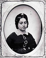 Queen Emma of Hawaii, photograph by Henry L. Chase, c. 1862.jpg