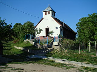 RO MS Custelnic St Michael wooden church 8.jpg