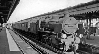 Reading Southern railway station - Reading Southern station, with U class 2-6-0 No. 31616 from Redhill 1962