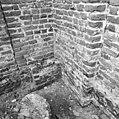 Resten van muur tuusen koor en consistorie. - Batenburg - 20028367 - RCE.jpg