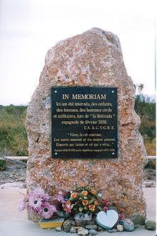 Placa homenaje a los republicanos españoles en el campo de Rivesaltes.