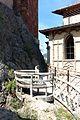 Rocchetta mattei, cortiletto della scalinata alla cappella 06.jpg