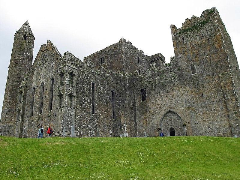 Soubor:Rock of Cashel-castle.jpg