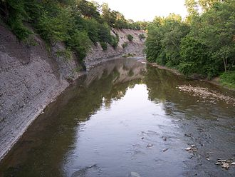 Rocky River (Ohio) - A shale cliff along the Rocky River in the Cleveland Metroparks Rocky River Reservation, located on the boundary of the cities of Lakewood and Rocky River, Ohio.