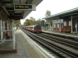 Roding Valley stn east.JPG