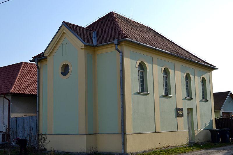 File:Rohožník synagóga.jpg