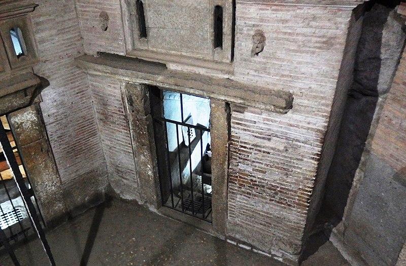 File:Roma, Catacombe di San Sebastiano (6).jpg
