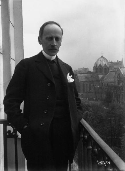 File:Romain Rolland de face au balcon, Meurisse, 1914.xcf