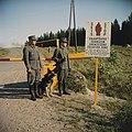 Russisch-finse grens. Grenswachtpatrioulles bij slagboom, Bestanddeelnr 254-7426.jpg