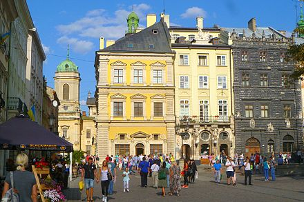 Buildings of the eastern side of Market Square RynokSq-August2015.jpg