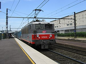 SNCF Class BB 25500 - 525630 pushes a push-pull train at Lyon Vaise in 2008