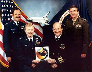 STS-61-F - Image: STS 61 F crew