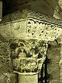 Saint-Denis (93), basilique, crypte, collatéral nord, chapiteau roman 19.jpg