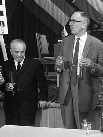 Max Euwe - Flohr (left) and Euwe, 1969
