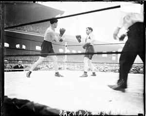 Sammy Mandell - Mandell (left) during his bout with Rocky Kansas