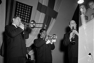 1949 in jazz - Satchmo plays the trumpet in Töölö Sports Hall between two Finnish musicians, October 1949