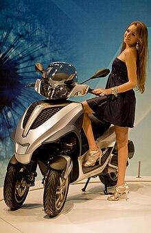 Motonews.ru: Трехколесный скутер Piaggio, на выставке EICMA 2010.