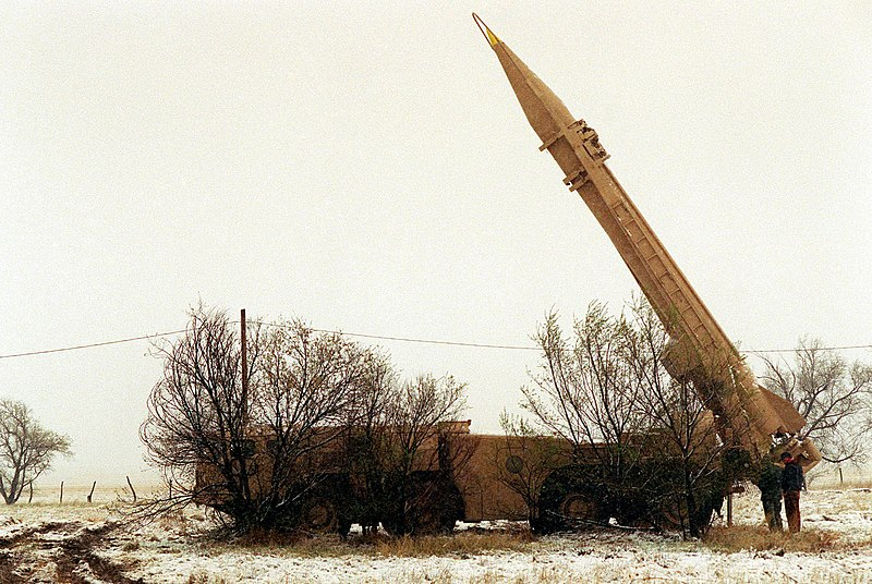 http://upload.wikimedia.org/wikipedia/commons/thumb/1/12/Scud_Launcher.jpg/800px-Scud_Launcher.jpg