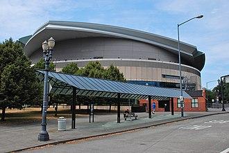Rose Quarter Transit Center - Bus-stop shelter and Moda Center